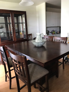 Beautiful oak dining set for sale