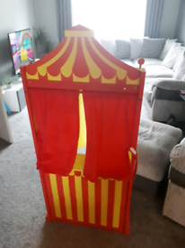PUPPET stand for shows £20 O.N.O