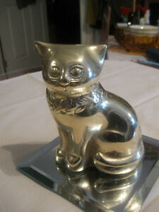 ADORABLE VINTAGE SOLID BRASS CONTENTED KITTEN