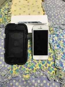 Mint white iphone 5