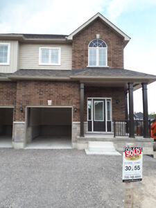House for lease at peterbrough near trent university