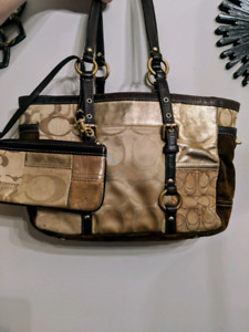 Women's Coach signature bag with matching wristlet wallet