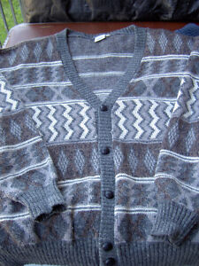 Assorted Sweaters Size L / G West Island Greater Montréal image 8