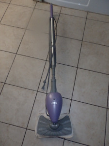Electric steam floor cleaner