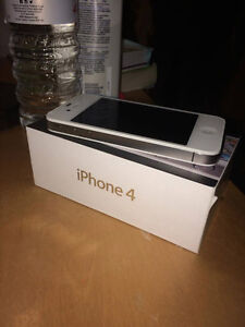 Mint Condition White Iphone 4S Cambridge Kitchener Area image 1