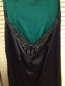 Full length, open back, hand beaded gown. Kitchener / Waterloo Kitchener Area image 3