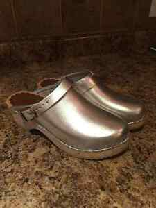 Silver Hannah Anderson girls Swedish clogs - size 4.5 London Ontario image 1