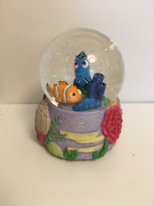 Disney Showcase Collections Finding Dory Snow Globe