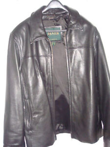 Danier black leather jacket. Collar. Zipper. Shiny leather.