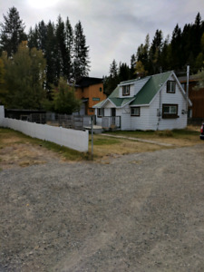 Small Cozy House on Large Lot in Kimberley