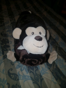 Monkey blanket and pillow