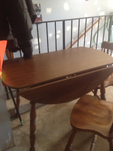 WOOD TABLE WITH 4 CHAIRS - GOOD CONDITION - GREAT FOR COTTAGE!