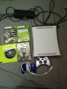 Xbox 360 - 20gb - 2 Controllers - 4 Games