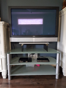 AKAI 42 INCH PLASMA W/ REMOTE PLUS TV STAND