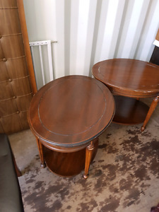 2 Brown side tables