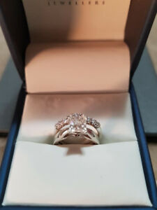 Diamond solitaire engagement ring and wedding band set