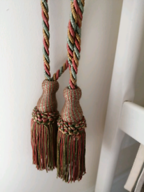 Curtain tie back ropes with tassels, red, yellow and green twist