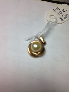 10k Gold Pearl Necklace Pendant $20