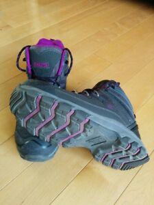 Dakota Women's STSP Mid-Cut Hiker Safety Boots.
