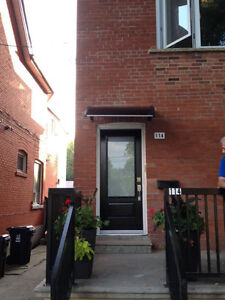 Newly Ronovated, bright 1 + 1 Bedroom in Parkdale Roncy