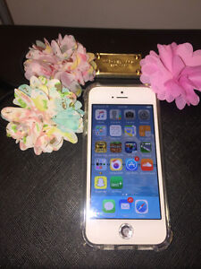 iPhone 5 32G White 200 with Screen Protector & Clear case +
