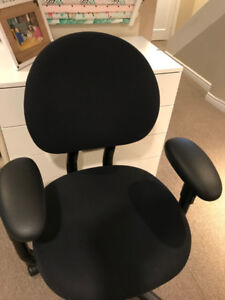 Ergonomic office chair - fully adjustable - EXCELLENT condition