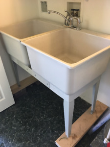 Double laundry tub with faucet