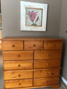 Dresser and Matching Night Stands- GREAT CONDITION!