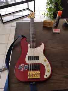Squier 5 string P Bass