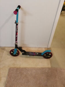 Scooter: Monster High, Totally Voltage