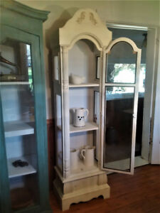 Antique Finish, White Curio Cabinet.