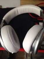 White BEATS PRO By Dre Headphones with Mic In Box Mint Condition