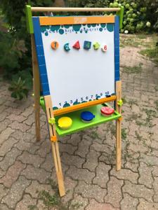 Adjustable kid's art easel