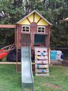 Outdoor play centre swing & slide