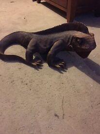Wooden iguana