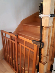 Baby Gate- Top or  bottom of stairs like BRAND NEW