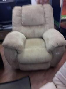 *** USED *** ASHLEY YELDON MOCHA RECLINER   S/N:51220875   #STORE548
