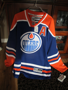 Adult L. New Never worn Taylor Hall Jersey