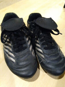 Soccer shoes- Size Youth 1
