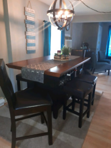Beautiful high pub table and 6 stools