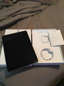 Selling BRAND NEW iPad 6th 32gb WIFI/LTE with Apple care plus