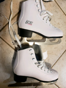 Figure skate shoes size 2 (New)