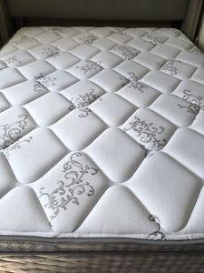 Serta Queen mattress perfect condition