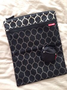 Skip Hop Dry Bag & Pacifier Pocket