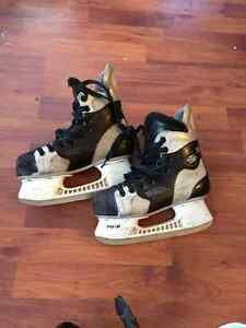 Youth Hockey Skates Shoe Sized 4
