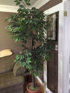 Artificial/Fake tree/plant - Excellent condition London Ontario image 1