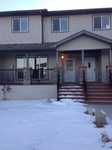 2 Bed 2.5 Bath Townhouse in Pinnacle Avail Nov 1st