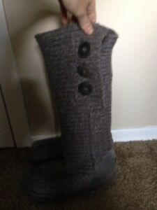 GREY KNITTED UGG BOTTS FOR SALE!!