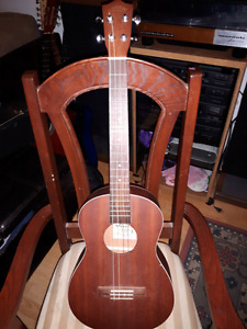 LANIKAI BARITONE UKELELE LIKE NEW TO TRADE