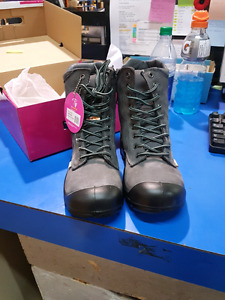 Brand new Size 7 charcoal CSA approved work boots